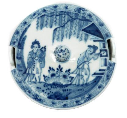 Meissen butter tub with chinoiserie underglaze blue, C. 1740-574