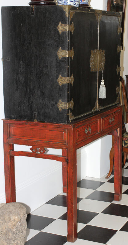 European Chinoiserie black lacquer chest, on later stand, c. 1700 -9342