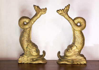 Pair of large gilt wood dolphins, 17th/18th century -505
