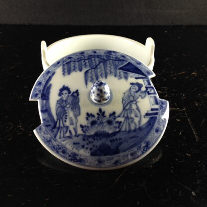 Meissen butter tub with chinoiserie underglaze blue, C. 1740-2620