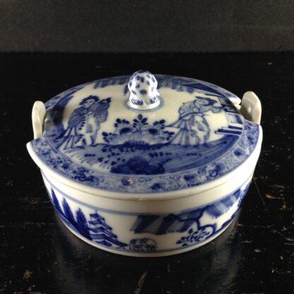 Meissen butter tub with chinoiserie underglaze blue, C. 1740-2621