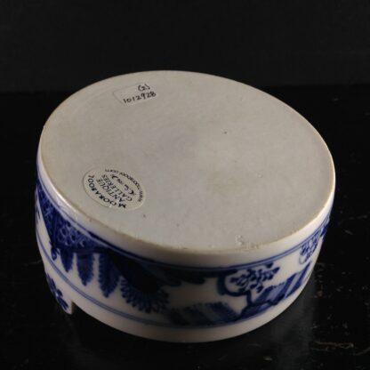 Meissen butter tub with chinoiserie underglaze blue, C. 1740-2626