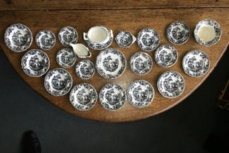 Miniature Chinoiserie Staffordshire Pottery child's dinner set, c. 1840 -0