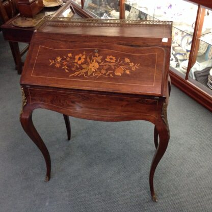 Fine French desk of small size, Kingwood with ormolu mounts, c.1890 -5666