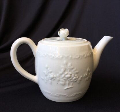 Worcester barrel shape teapot, rare Chinese Landscape pattern, c.1760 -20026