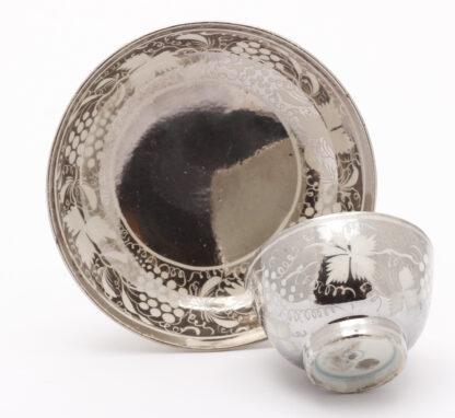 Platinum lustre Pearlware teabowl & saucer, grape vine pattern, c.1820 -0