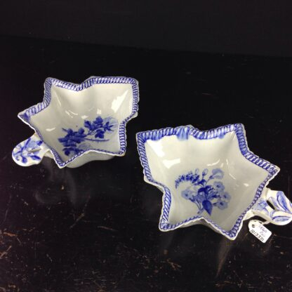 Pair of Wedgwood leaf shape pickles, C. 1820 -4073