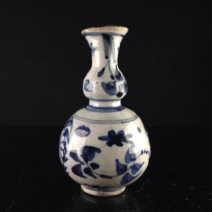 Dutch Delft small vase, in the Chinese style, c. 1720. -4178