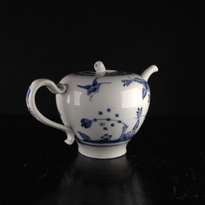 Vienna teapot, underglaze fels-und-vogel pattern, c.1760 -5442