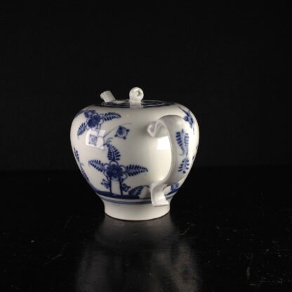 Vienna teapot, underglaze fels-und-vogel pattern, c.1760 -5444