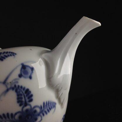 Vienna teapot, underglaze fels-und-vogel pattern, c.1760 -5445