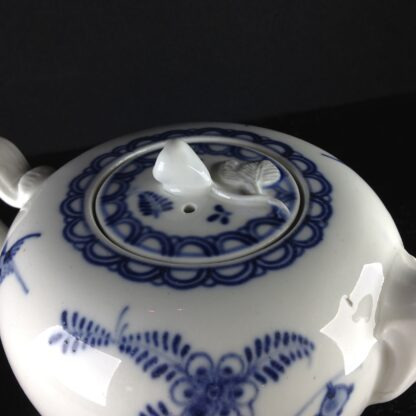 Vienna teapot, underglaze fels-und-vogel pattern, c.1760 -5446