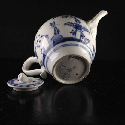 Vienna teapot, underglaze fels-und-vogel pattern, c.1760 -5448