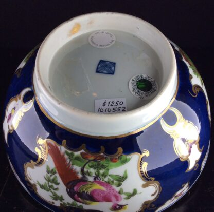 Worcester Blue Scale bowl with birds, c.1765-70. -6062