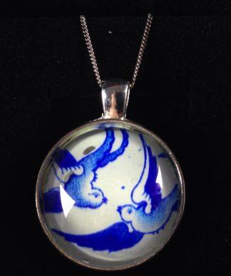 NEW Willow Pattern pendant, bluebirds-0