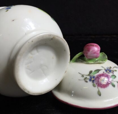 Mennecy custard cup & cover, flowers, c.1760. -10214