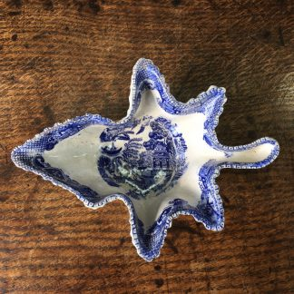Staffordshire leaf shape pickle in willow pattern, c. 1850 -0