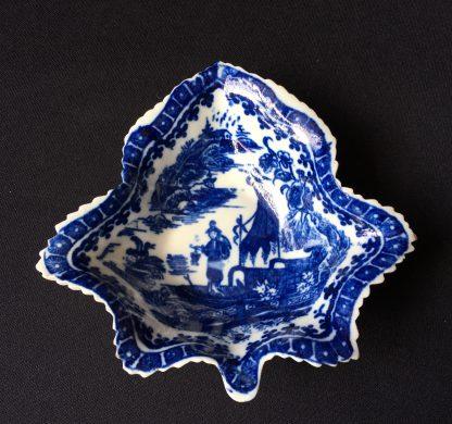 Caughley 'fisherman pattern' leaf shape pickle dish, C.1780 -0