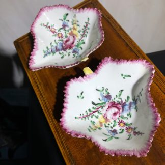 Bow pickle dishes c. 1765