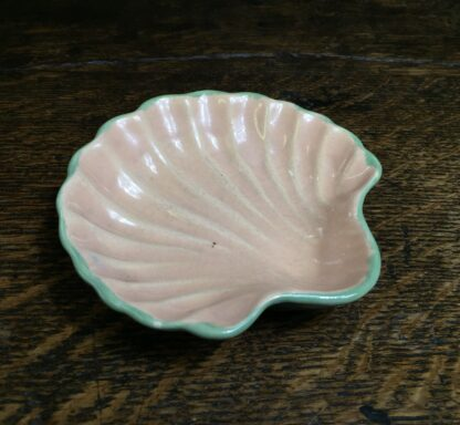 Brannam of Barnstaple pottery scallop shell pickle dish, c.1935-0