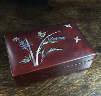 Japanese lacquer box with mother of pearl bird & bamboo, c.1920-0