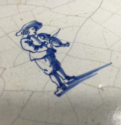 Dutch Delft tile with a fiddler, c.1700-11882