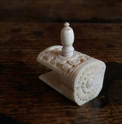 Carved Ivory sewing tool, hemming clamp, Chinese 19th century-0