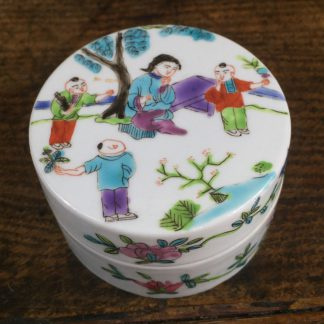 Chinese porcelain round lidded box with bright enamel decoration. 19th C.-0