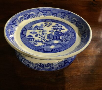 Victorian pottery Willow Pattern cake stand, circa 1860-0