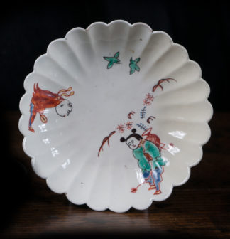 Chantilly lobed saucer, Kakiemon pattern with two Chinese boys, c. 1740-0