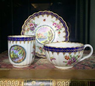 Worcester trio, 'Dalhousie' pattern with flowers. c1785-0