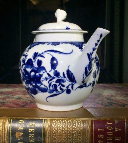 Worcester teapot, underglaze blue 'Mansfield' pattern, c. 1765 -15692