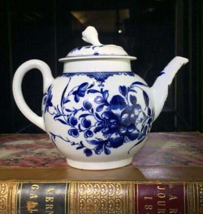 Worcester teapot, underglaze blue 'Mansfield' pattern, c. 1765 -15693