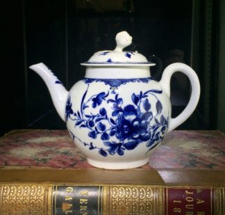 Worcester teapot, underglaze blue 'Mansfield' pattern, c. 1765 -0