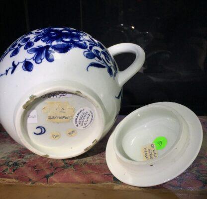 Worcester teapot, underglaze blue 'Mansfield' pattern, c. 1765 -15697