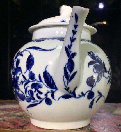 Worcester teapot, underglaze blue 'Mansfield' pattern, c. 1765 -15698