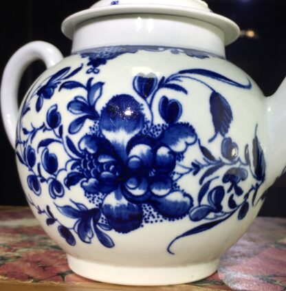 Worcester teapot, underglaze blue 'Mansfield' pattern, c. 1765 -15699