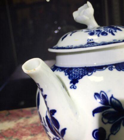 Worcester teapot, underglaze blue 'Mansfield' pattern, c. 1765 -15700