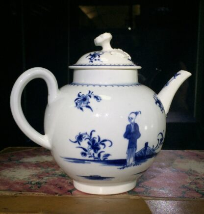 Worcester teapot, painted in 'The Waiting Chinaman' pattern, c. 1770-15718