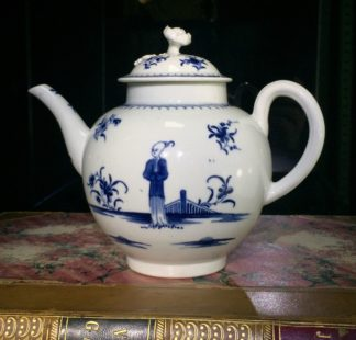 Worcester teapot, painted in 'The Waiting Chinaman' pattern, c. 1770-0