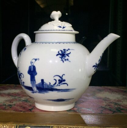 Worcester teapot, painted in 'The Waiting Chinaman' pattern, c. 1770-15720
