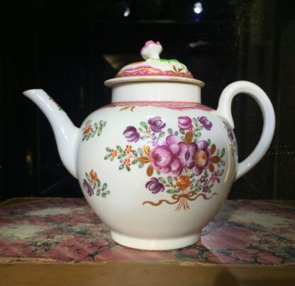 Worcester teapot, Chinese Export type flowers, c. 1775-15757