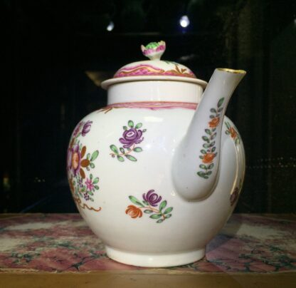 Worcester teapot, Chinese Export type flowers, c. 1775-15758