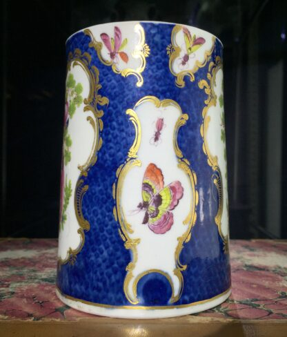 Large Worcester scale blue tankard with birds, c.1770-15764