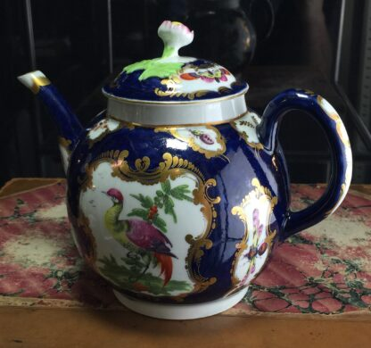 Worcester Scale Blue teapot, rococo panels of exotic birds, c. 1770-15790