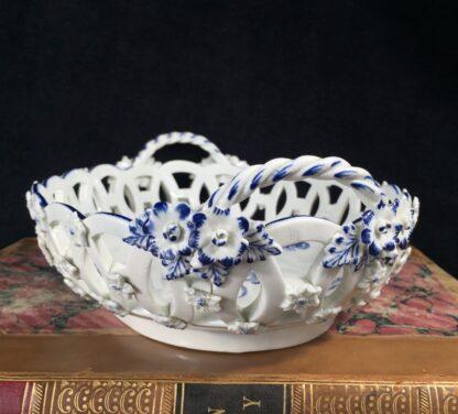 Worcester basket with 'Gillyflower' pattern, c. 1765-16155
