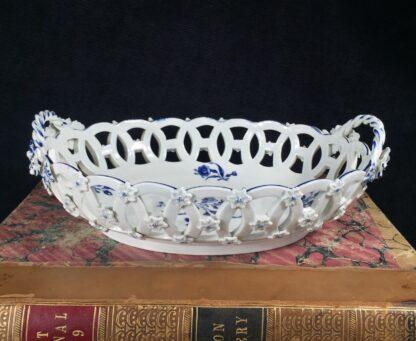 Worcester basket with 'Gillyflower' pattern, c. 1765-16156