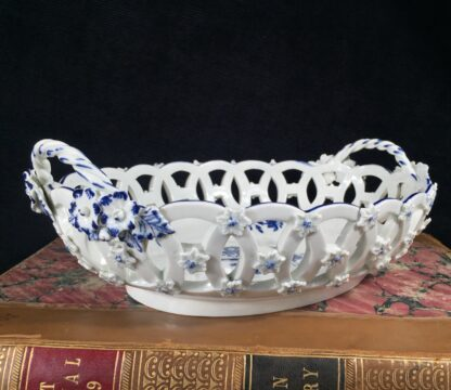 Worcester basket with 'Gillyflower' pattern, c. 1765-16158