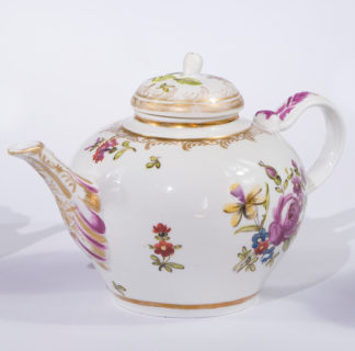 Vienna teapot, flower group decorated, circa 1780-0