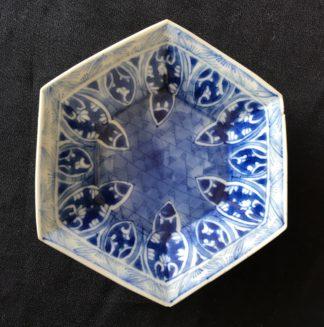 Small hexagonal dish with blue & white scrollwork, Kanxi, early 18th century-0